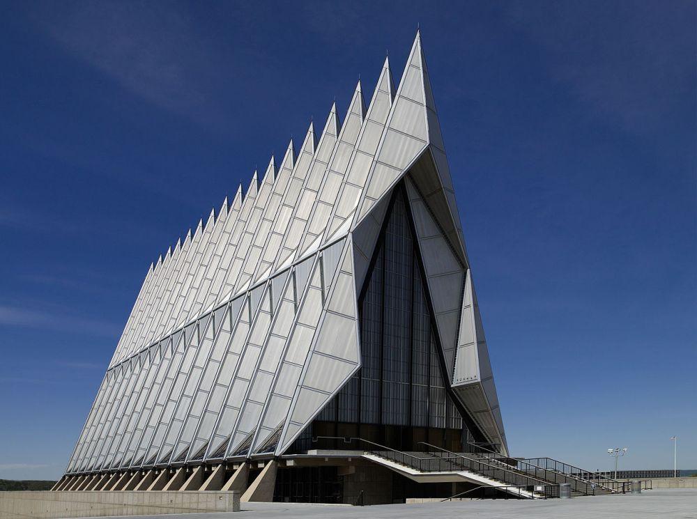 Air_Force_Academy_Chapel,_Colorado_Springs,_CO_04090u_original.jpg