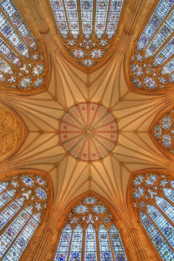 Собор Св. Петра в Йорке или Йоркский Собор готического стиля в Англии, фотограф Алекс Браун.jpg