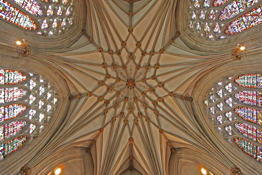Часовня Леди, разработанная Томасом Уитни, была завершена к 1326, является составной частью Собора в Уэльсе, фотограф Лоурен.jpg