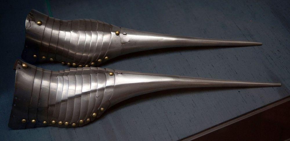HJRK_A_62_-_Armoured_shoes_of_Maximilian_I,_1485.jpg